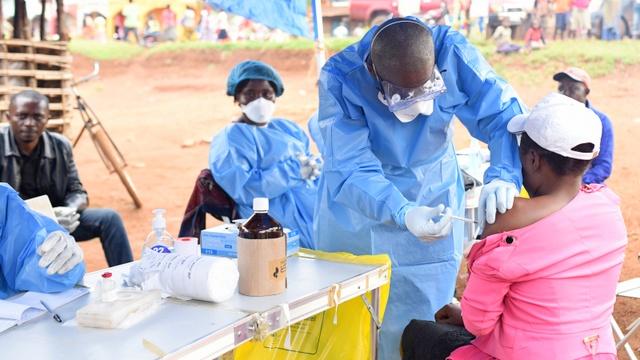 Ebola death toll in Congo climbs above 2000