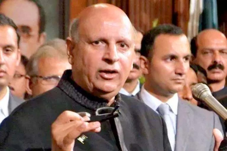 Governor Punjab Chaudhry Sarwar distributed protection kits to doctors in Multan