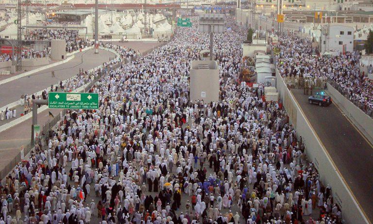 The pilgrims stream into Mina