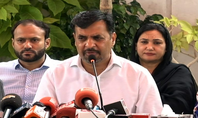 Mustufa Kamal held press conference after being suspended as project director Garbage