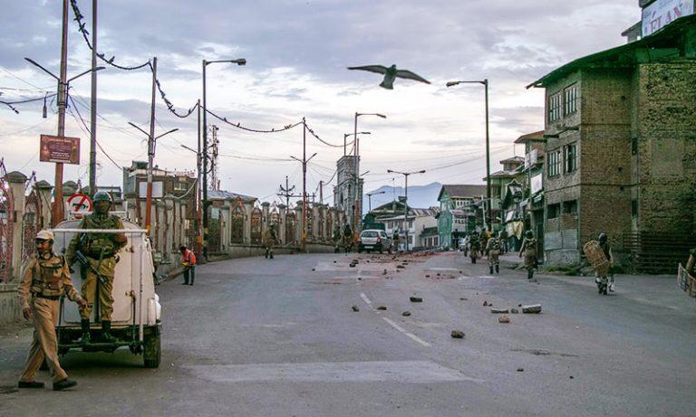 Curfew continues in Kashmir