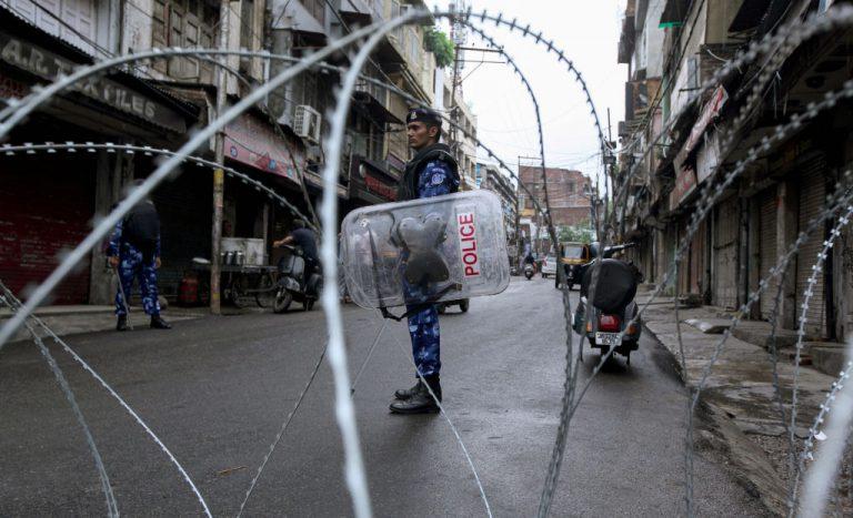 Curfew blockade continues in Kashmir
