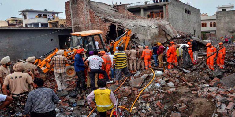 Blast in india's fire cracker factory