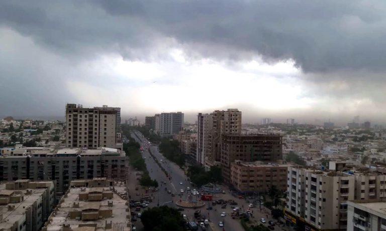 Heavy rain hits Karachi