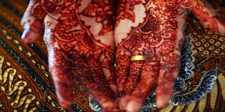 Indonesia raises minimum age for brides to end child marriage
