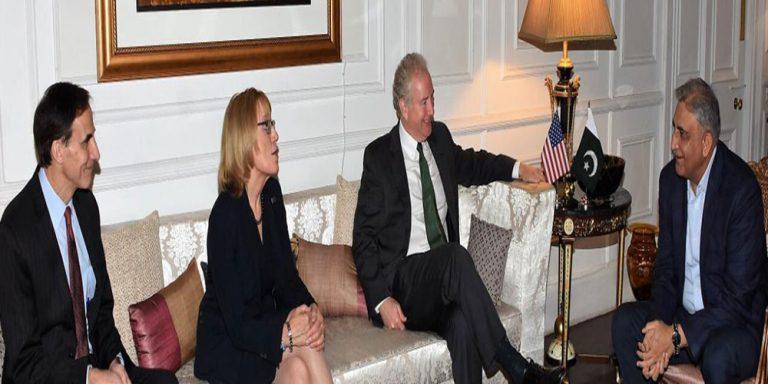 Army Chief meets US Senators