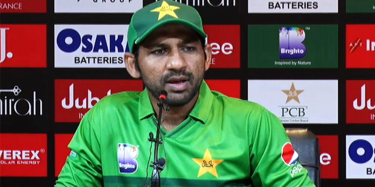 Sarfaraz Ahmed held talks with journalists in Lahore