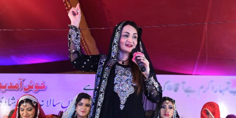 Singer Shazia Khushk bids farewell to showbiz