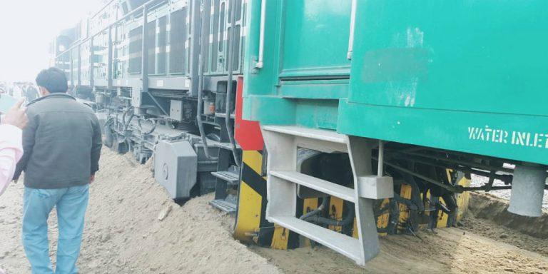 Karakoram Express derails at Safdarabad station