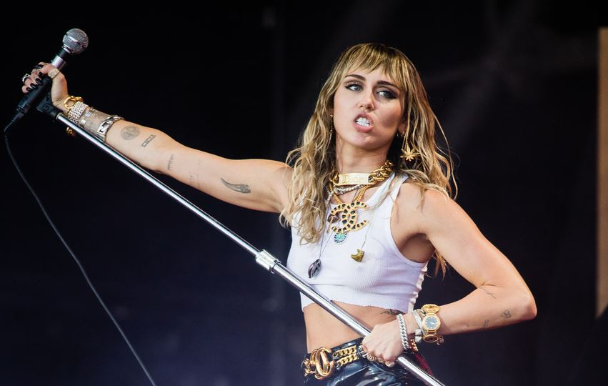 Miley Cyrus's new tattoo shows her split from Liam Hemsworth