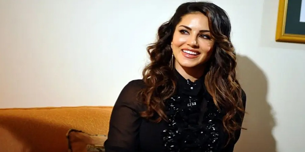 Sunny Leone asks her fans to copy her signature dance moves