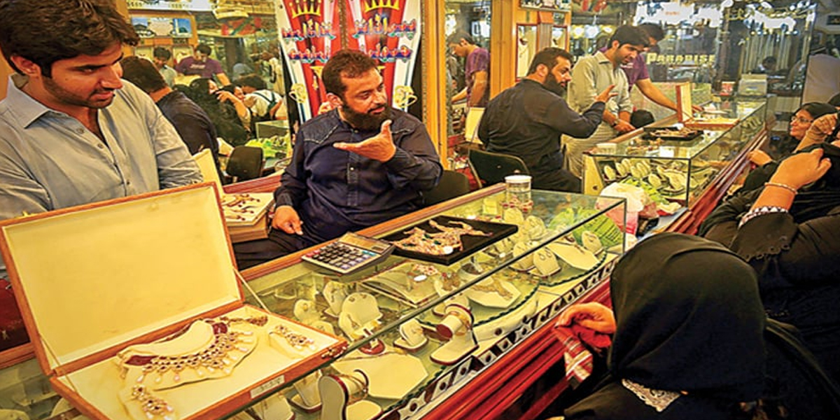 Gold Prices decrease by Rs 200 in Pakistan