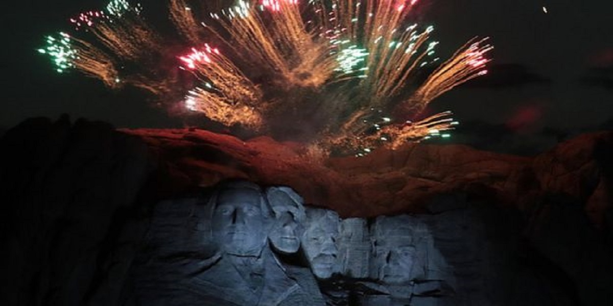 Trump denounces 'cancel culture' as he marks 4th July at Mount Rushmore