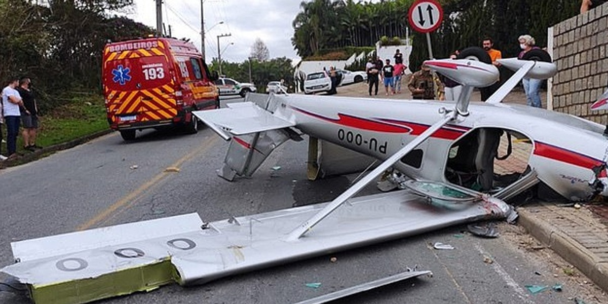 Brazil: Plane crashes on a busy street, pilot & passengers miraculously survive