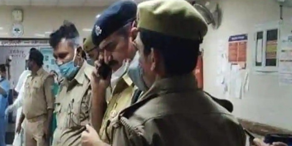 Attack on police in India, 8 killed including DSP
