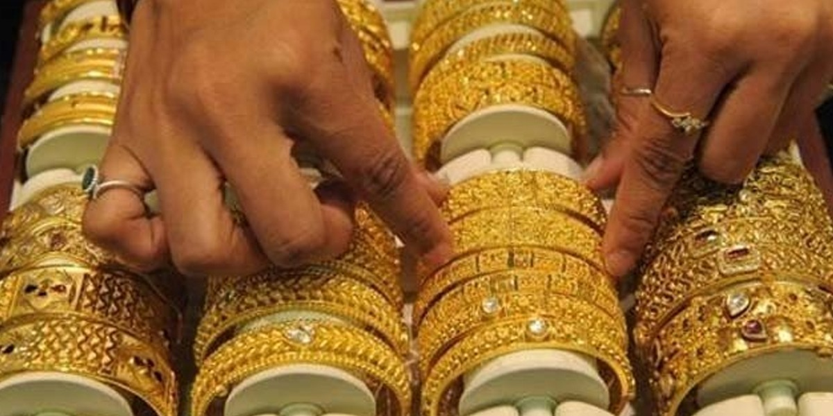 Gold prices increase to a record level, new price is Rs 121,000 per tola