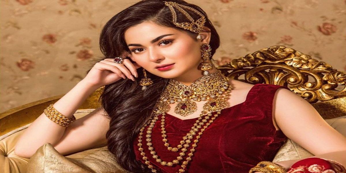 Hania Aamir looks stunning in elegant saree
