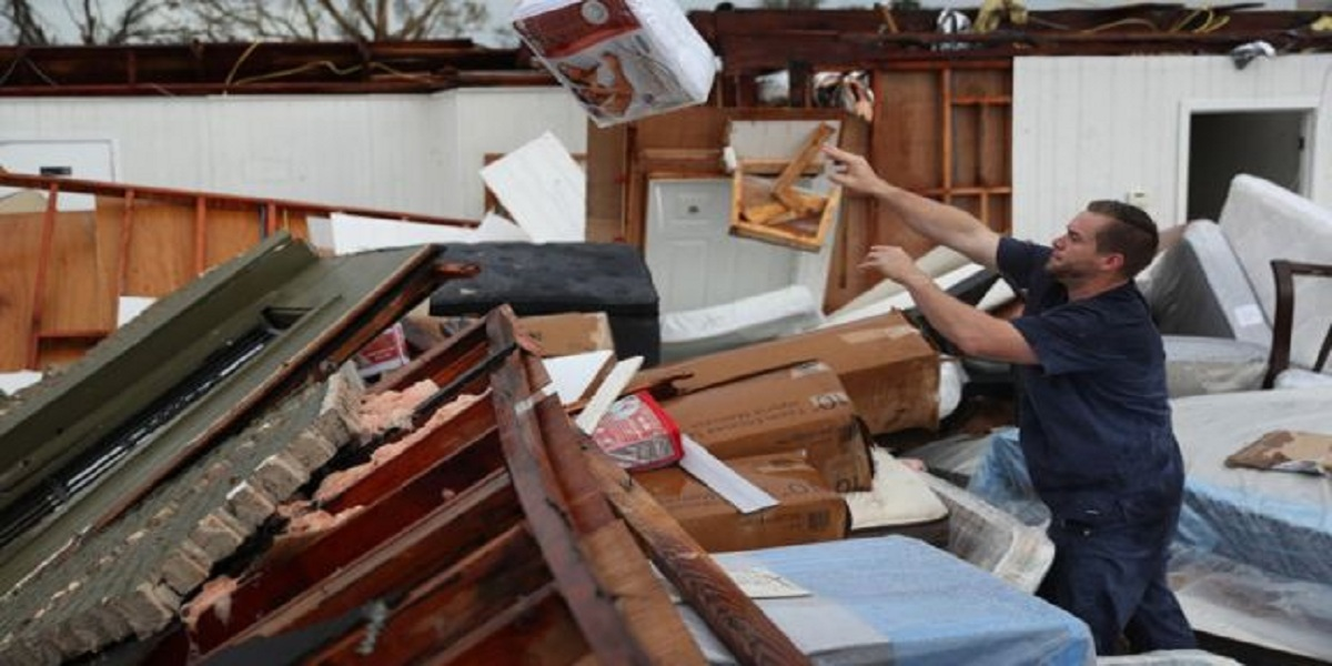 Hurricane Laura: Death toll reaches 14 in the US