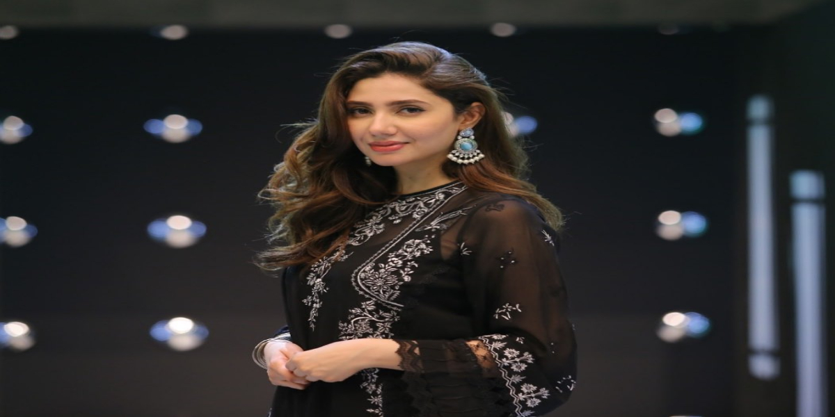 Mahira Khan becomes part of the peaceful protest against rape incidents