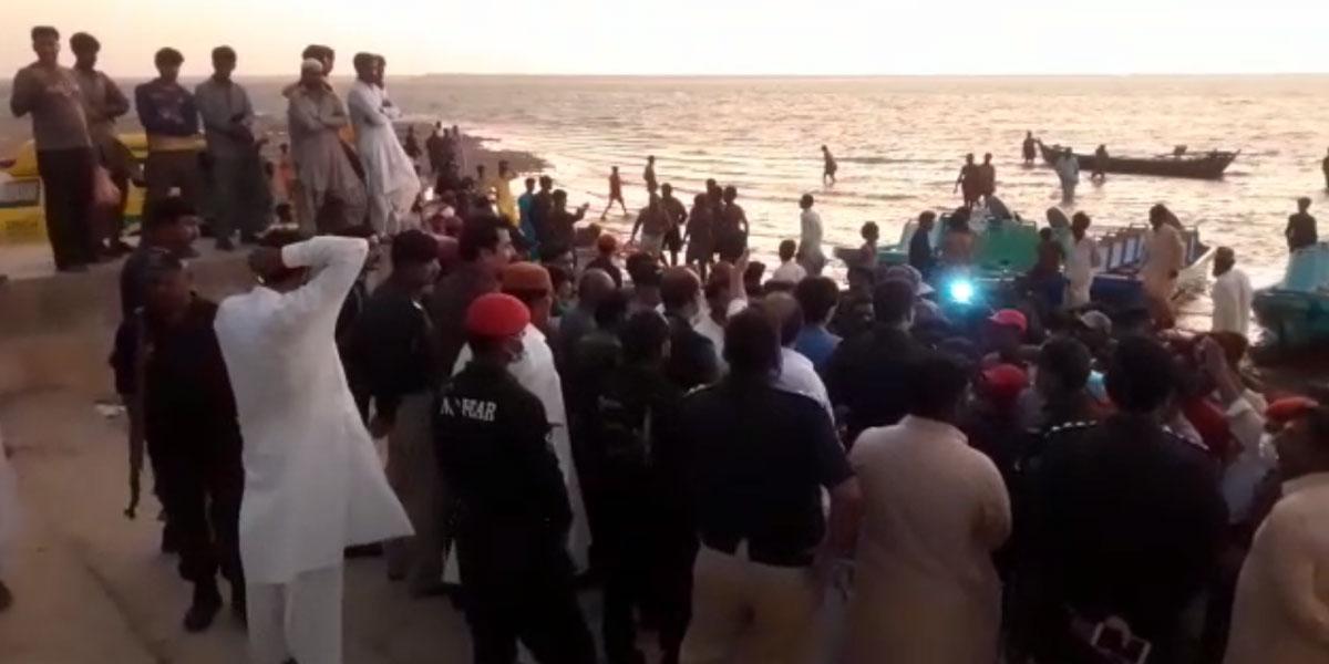 Boat capsizes in Keenjhar Lake, 10 people die