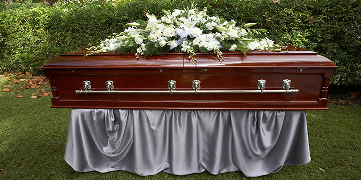 Dead woman found breathing at a funeral home