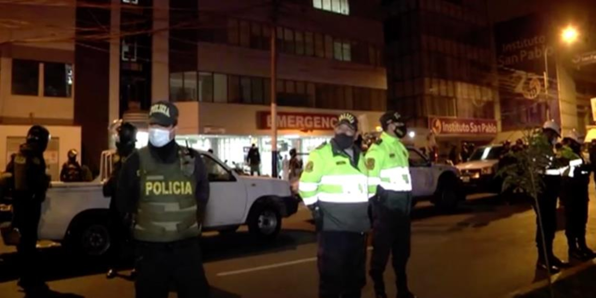 Officials stated that police raided to enforce coronavirus lockdown measures. The panic situation in the night club resulted in the death of 13 people in Peru's capital Lima. At least 6 other people have been injured.