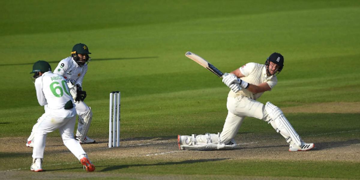 England defeats Pakistan in Manchester Test