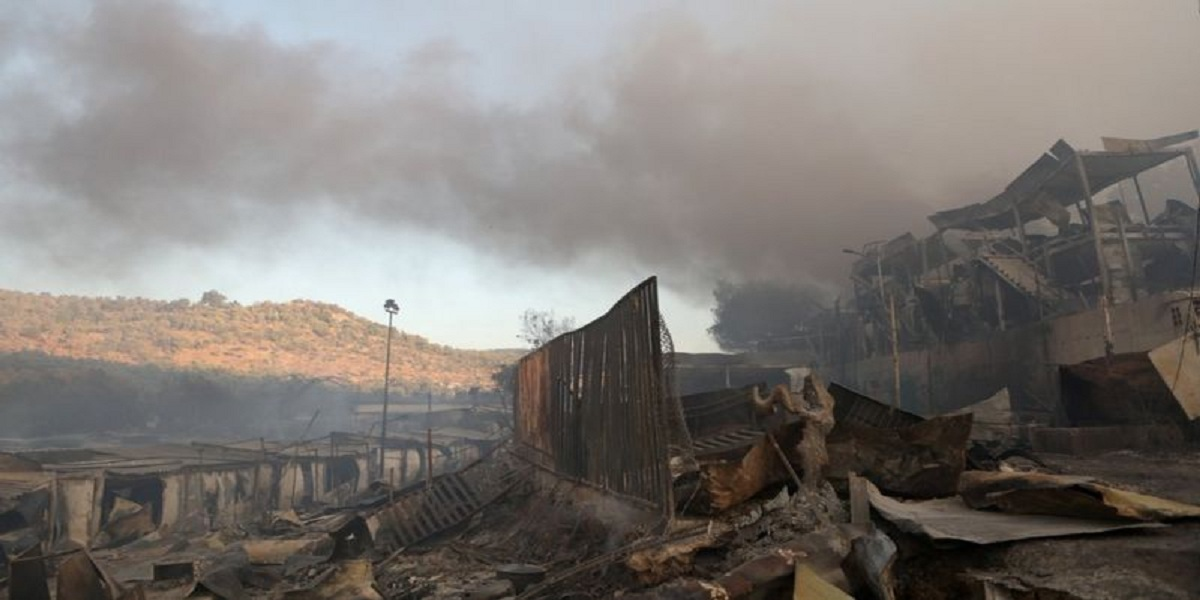 Fire destroys migrant camp in Greece