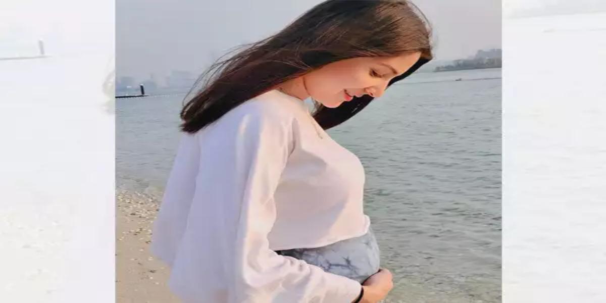 Anushka Sharma flaunts baby bump in latest photo