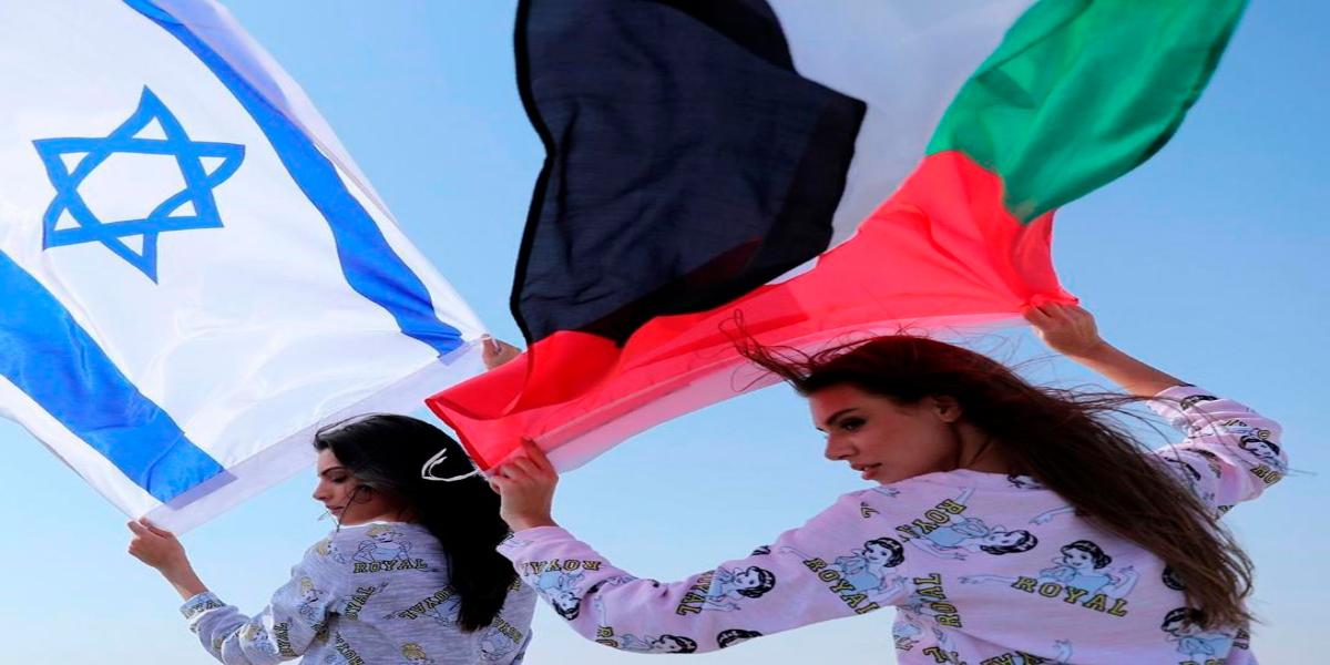 PICTURES: Models flutter UAE & Israeli flags