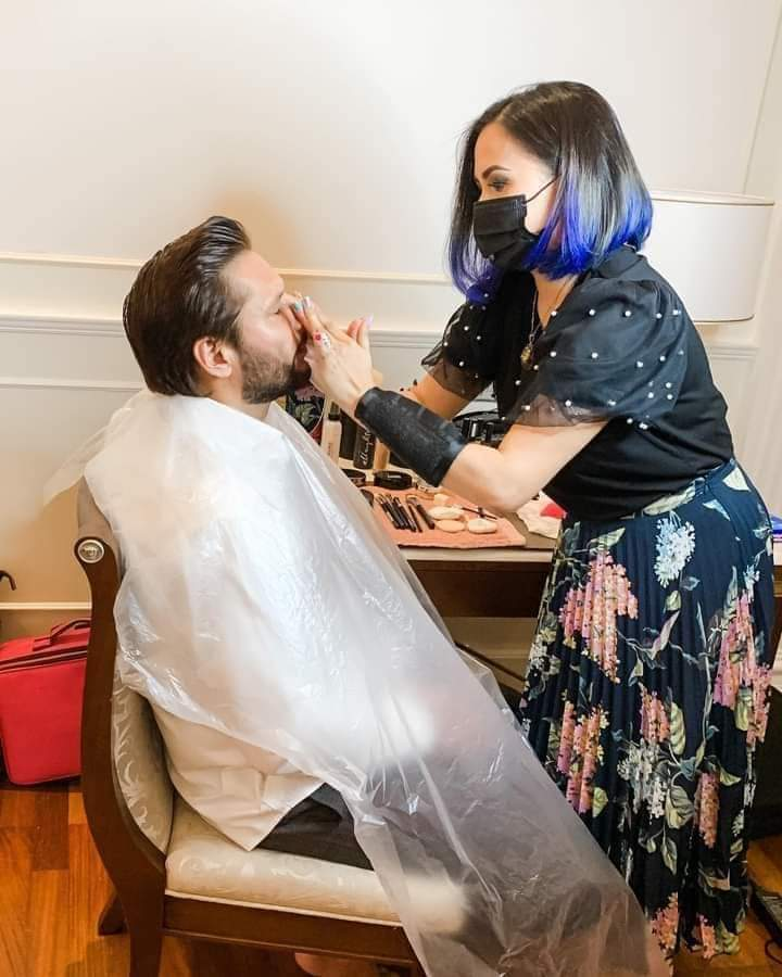Shahid Afridi make-up done by woman