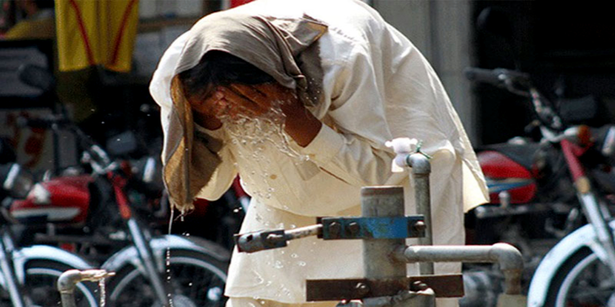 Karachi Sizzling With Extreme Heat With Mercury Rising Above 41°C