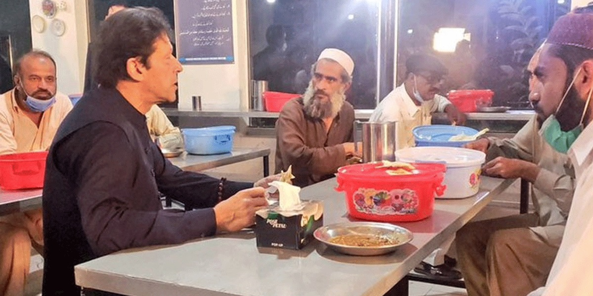 PM Visits Panahgahs In Islamabad, Eats Food Being Provided To People