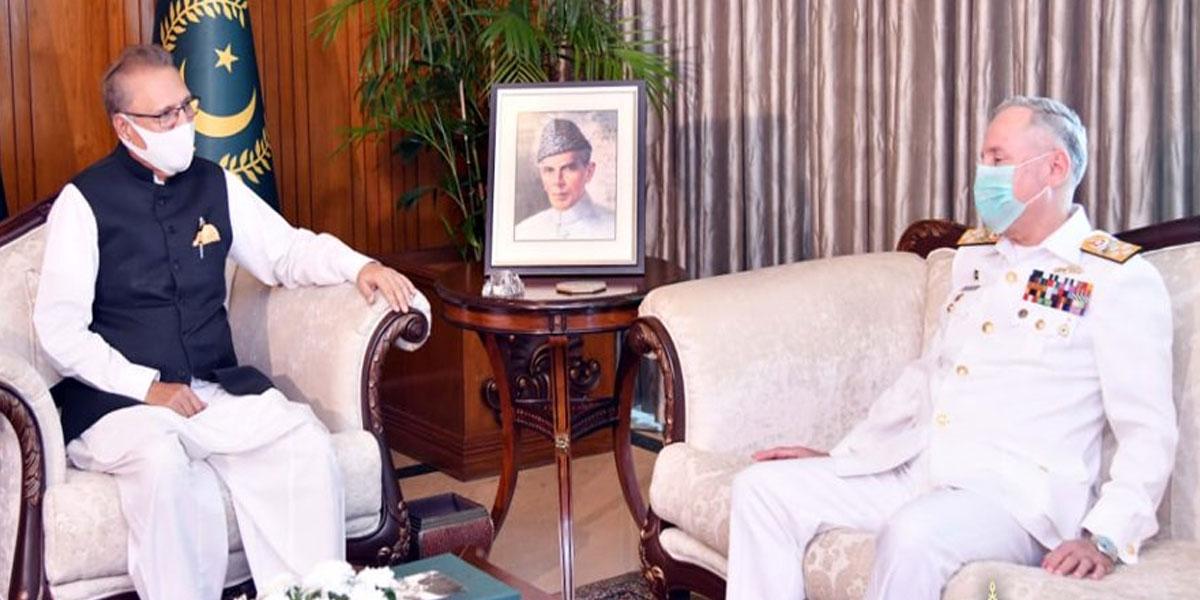Naval Chief Makes Farewell Visit to President Alvi
