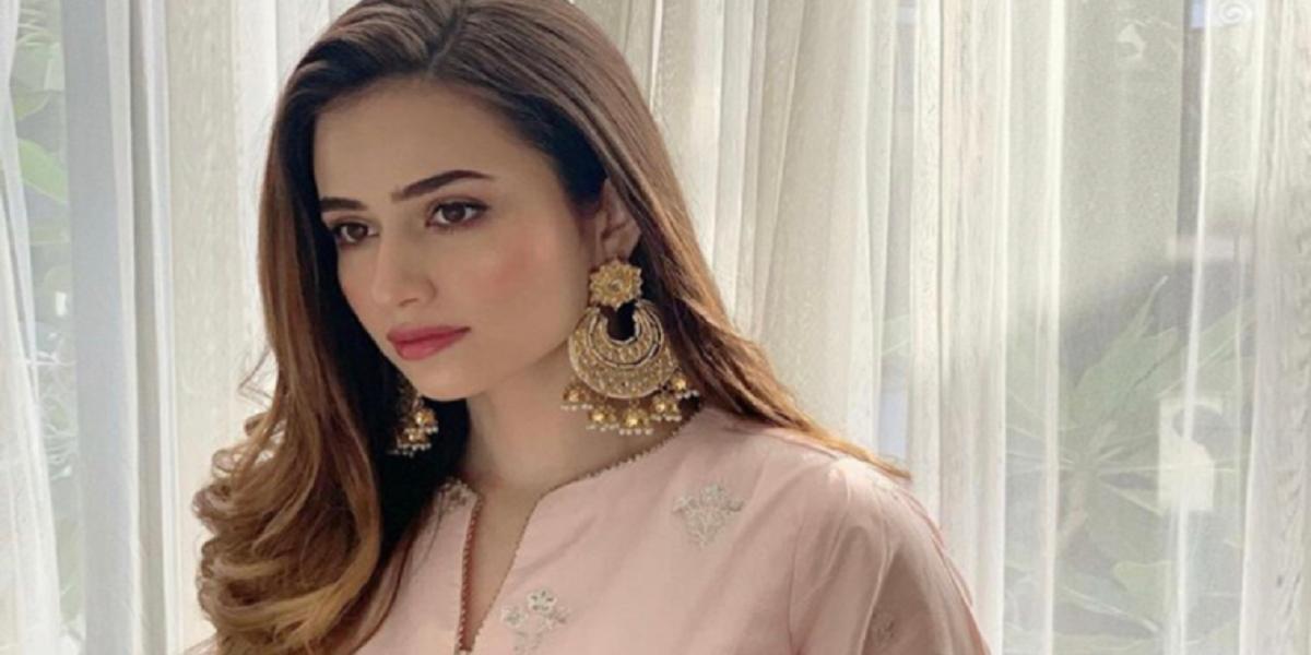 Sana Javed's Mirror Selfie Is Winning Over The Internet