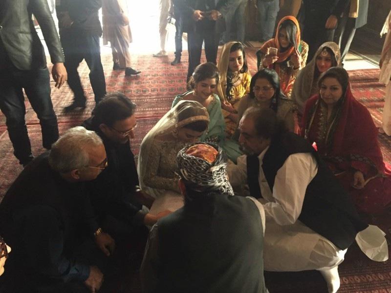 Urwa Hocane and Farhan Saeed couples