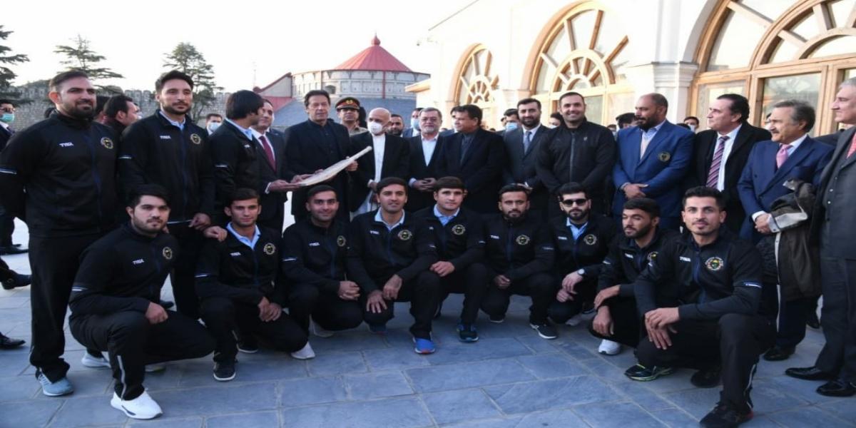 Afghan Cricket Team signed bat to PM