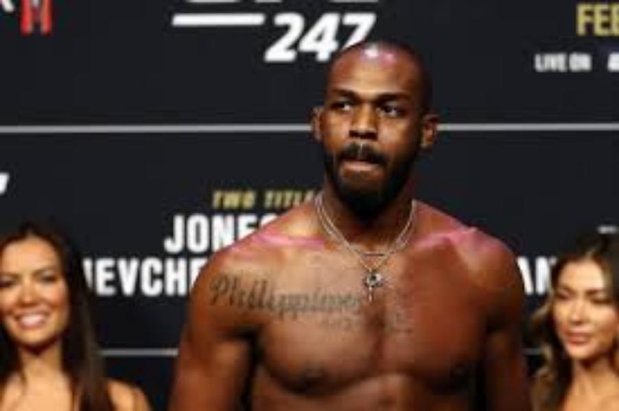 Jon Jones displays off bulked up 240 lbs build ahead of UFC