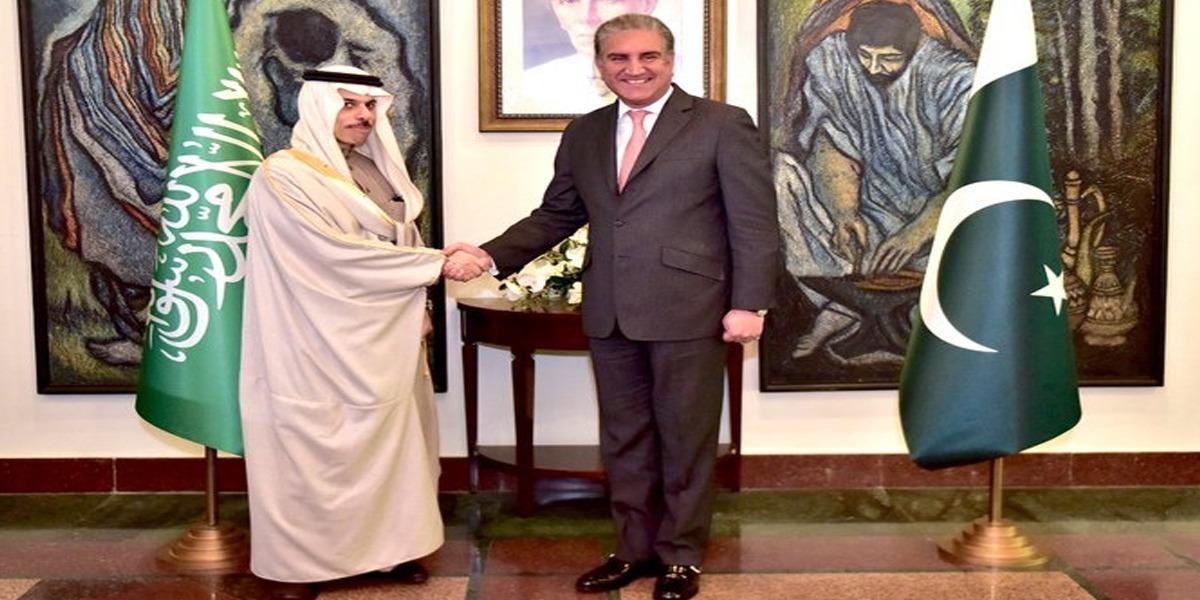 FM Meets His Saudi Counterpart, Discusses Bilateral Relations