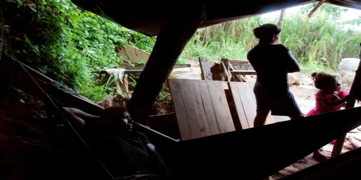 Gold mine collapses in La Esperanza