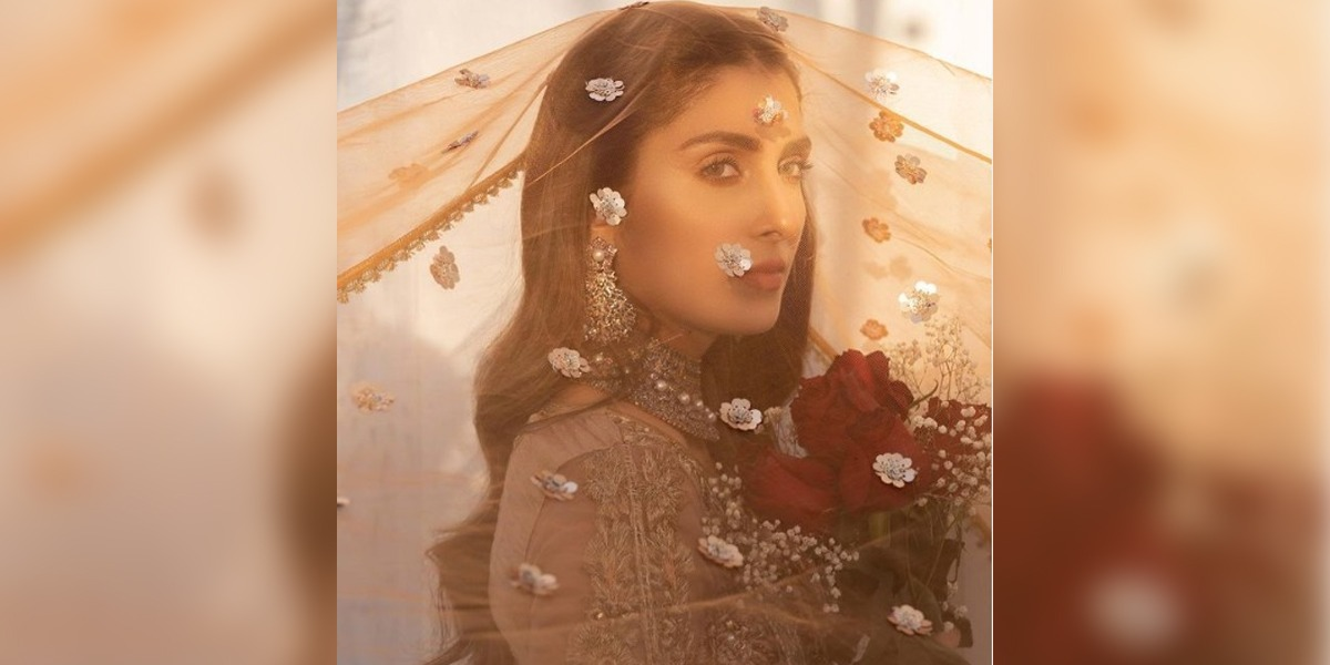 Ayeza Khan Looks Regal As She Poses With Nose Ring