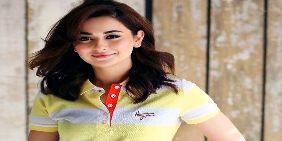 Hania Amir happy color