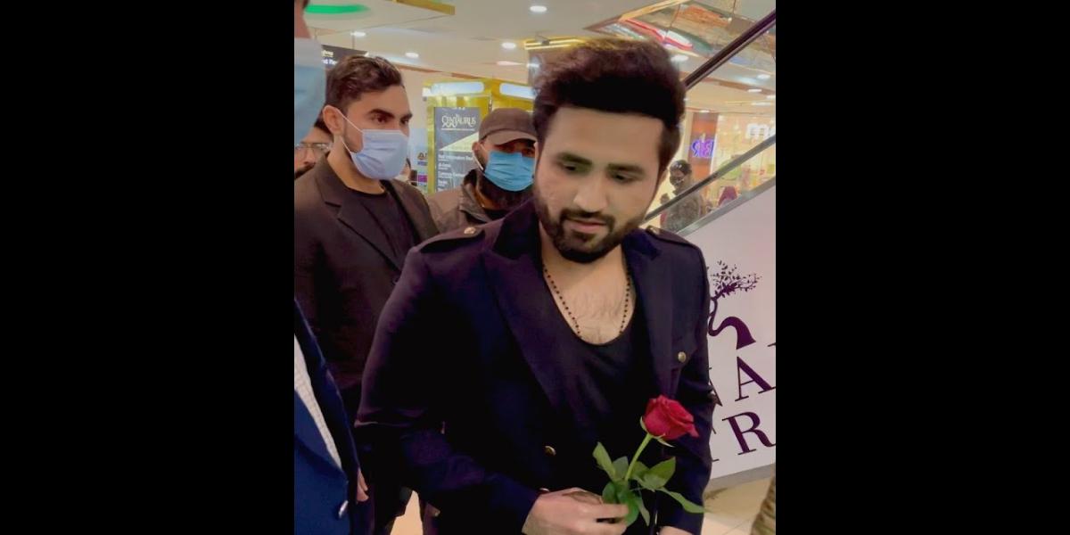 Falak Shabir flowers
