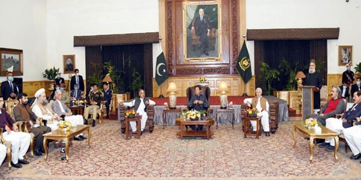 PM Imran KP lawmakers