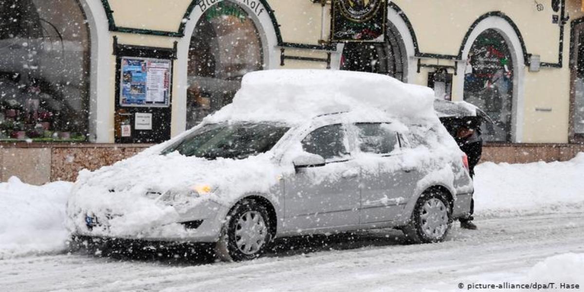 Germany: Heavy Snowfall Disrupts Transportation System
