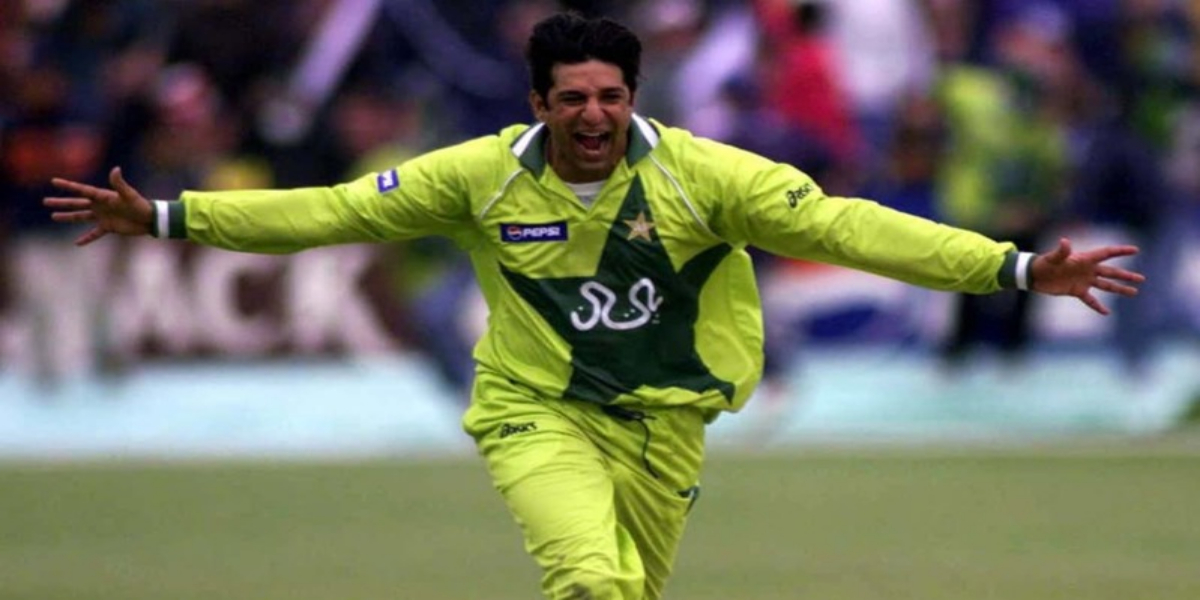 Old picture of wasim Akram celebrating holi in India goes viral on internet
