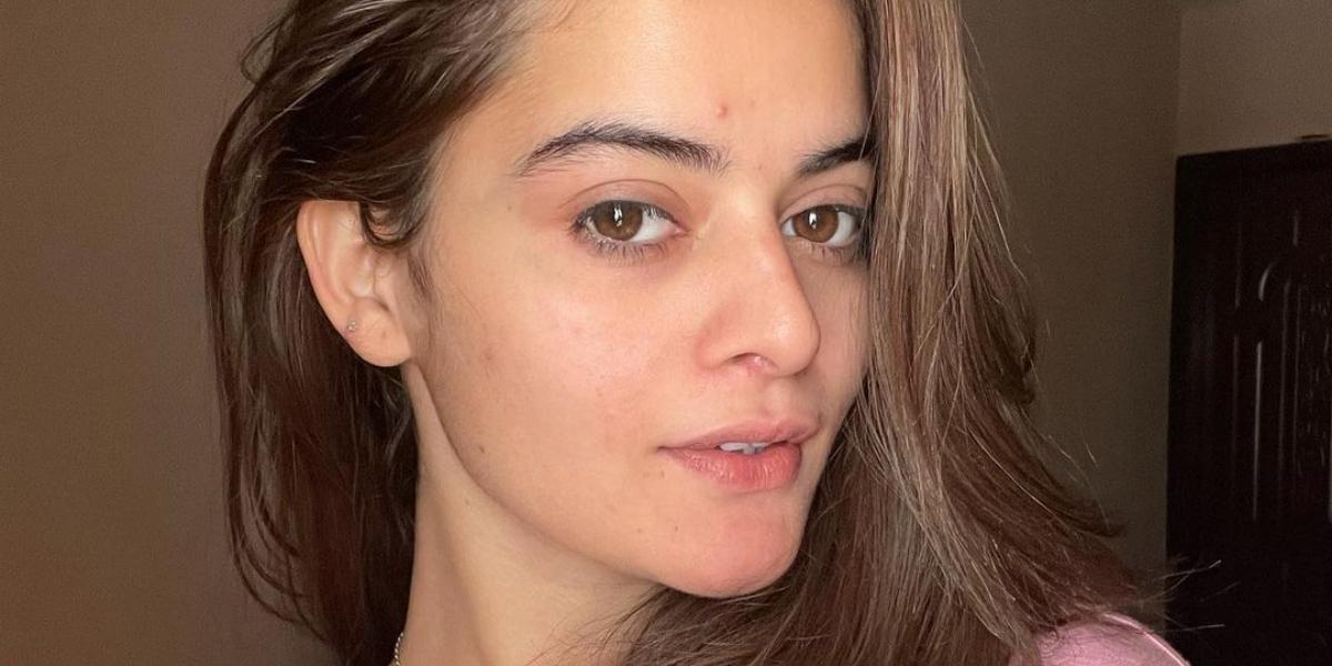 Minal Khan filterless