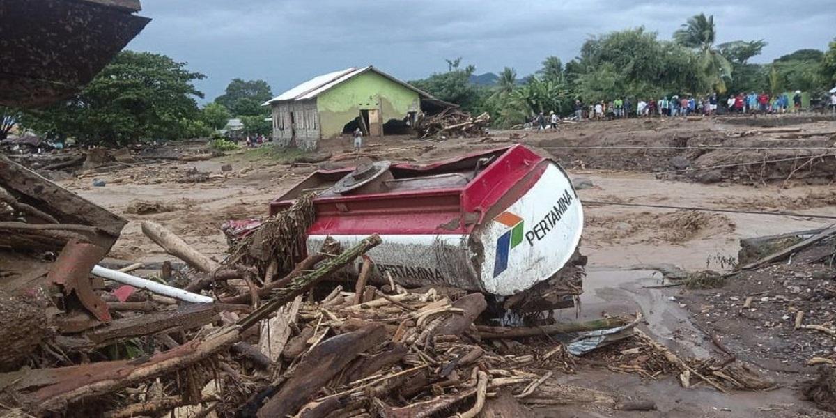 Indonesia flash floods landsliding
