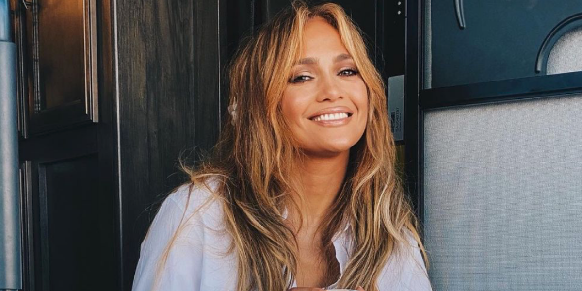 Jennifer Lopez shows a cheerful smile with coffee talk