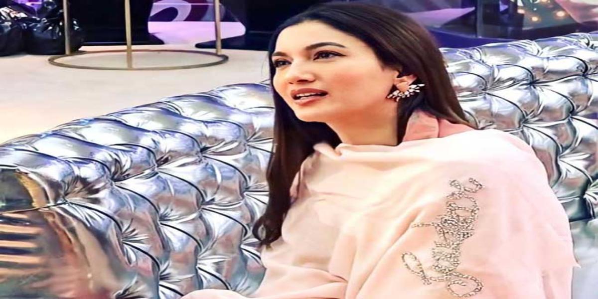Gauahar Khan Glammed up in Ramadan in her Blue chanderi kurta set